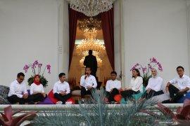 Presiden Jokowi kenalkan  7 staf khusus milenial