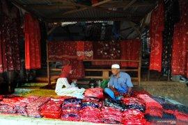 Pasar batik tulis terbesar di Indonesia