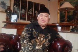 Din Syamsudin menganjurkan kepada umat Islam  ganti shalat Jumat dengan Dzuhur di rumah