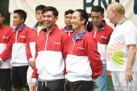 Tim tenis Indonesia beradaptasi dengan lapangan