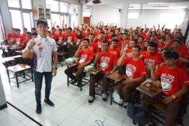 Pebalap AHRT berbagi pengalaman dengan pelajar SMK
