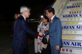 Presiden Joko Widodo dan Ibu Negara tiba di Busan Korsel untuk hadiri rangkaian KTT ASEAN-RoK