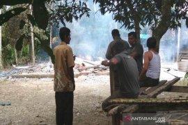 Sebuah rumah di Aceh Utara ludes terbakar, satu sepmor juga hangus