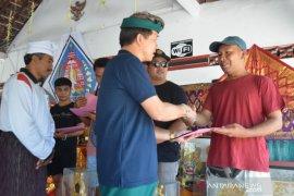 """Bupati serahkan hadiah pemenang """"Klungkung Kite's Festival"""""""