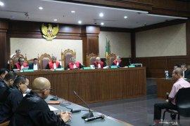 Mantan Ketua KPPU Syarkawi Rauf disebut terima  suap Rp1,966 miliar