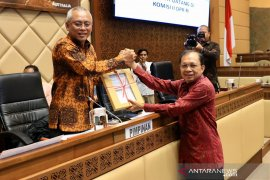 Gubernur Bali Koster serahkan draf RUU Provinsi Bali ke Komisi II DPR
