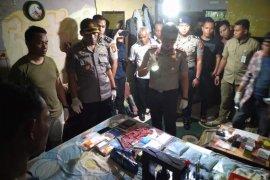 Polisi gerebek rumah pembuatan narkoba di Pekanbaru