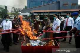 Kejaksaan Negeri Garut musnahkan barang bukti kasus pidana 2019