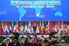 Presiden Jokowi menyinggung isi tas notaris