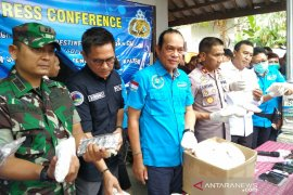 Polresta Tasikmalaya serahkan sembilan tahanan kasus narkotika ke BNN di Jakarta