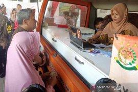 Kejari Cirebon dan Kantor Pos luncurkan layanan denda tilang