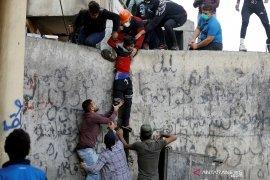 Berita dunia - Pengunjuk rasa bakar ban di Irak Selatan sebagai bentuk protes baru
