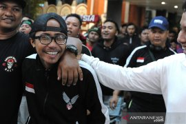 Suporter Indonesia yang ditahan Malaysia tiba di Bali