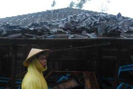 Puluhan rumah di Magelang rusak diterpa angin kencang