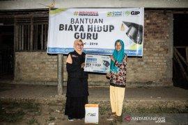 ACT Sumsel bantu Komariah guru honorer di pelosok desa