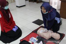 Staf dan relawan PMI se-Jateng dilatih keterampilan pertolongan pertama