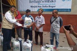 Hari Listrik Nasional, YBM PLN bagikan 500 paket sembako di Bogor