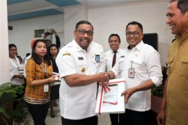 Gubernur Murad lantik Kasrul Selang sebagai Sekda Maluku definitif