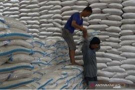 Bulog gelar operasi pasar beras di Sukabumi