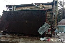 Bangunan SPBU Mukomuko ambruk