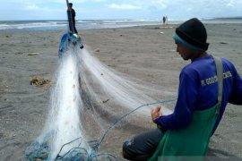 Hasil tangkapan nelayan Cianjur anjlok 45 persen
