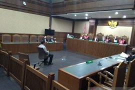 Gubernur Kepri 2016-2021 Nurdin Basirun didakwa terima suap 11 ribu dolar Singapura dan Rp45 juta