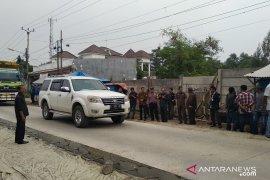 Pelebaran jalan Cikarang-Cibarusah gusur aset Pemkab Bekasi dan tempat ibadah