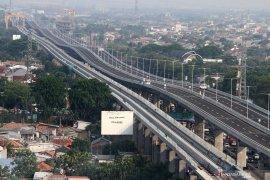 Jalan tol layang Jakarta-Cikampek siap dioperasikan