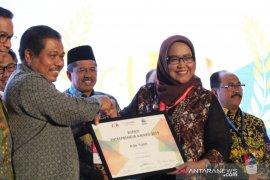 Kembangkan pariwisata Bogor, Ade Yasin terima penghargaan BEA 2019