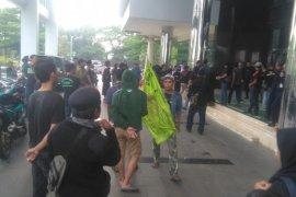 Wartawan dilarang ambil gambar saat demo ormas di Kantor Puspemkot Tangsel