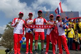 Tim balap Indonesia raih perak