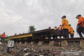 200 personel dikerahkan untuk perbaiki jalur KA tergerus longsor di Cicewol Sukabumi