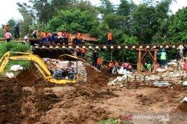 Agar KA Pangrango bisa beroperasi, PT KAI bangun jembatan sementara