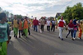 Ratusan warga Kabupaten Mukomuko ikuti jalan sehat