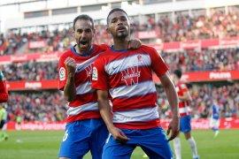 Granada hantam sembilan pemain Alaves 3-0