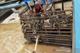 Air PDAM Kota Bandung keruh akibat banjir bandang di Sungai Cikalong