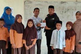 MRI-ACT santuni guru honorer 20 tahun mengabdi di Aceh Utara