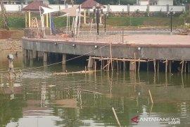DPRD Bogor temukan tiang pancang miring di proyek Taman Rp7,2 miliar