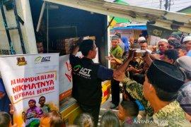 ACT Sumut bagikan ratusan paket makanan untuk jamaah masjid