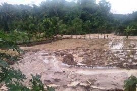 Sembilan rumah di Solok Selatan rusak dihantam arus Sungai Batang Suliti