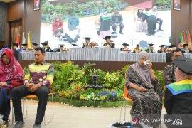 Wisudawan Universitas Lambung Mangkurat lakukan cuci kaki orang tua