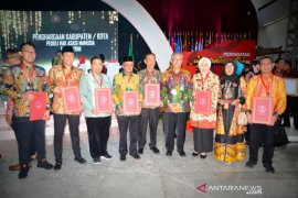 Barito Kuala Regent receives Human Rights Award