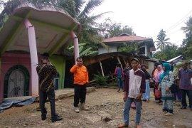 Lima rumah di Limapuluh Kota ambruk akibat pergerakan tanah
