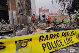 Puslabfor olah TKP kebakaran ruko yang tewaskan tiga orang