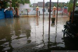 Kantor KPU Kabupaten Pamekasan tergenang banjir