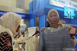 Ibu Negara Iriana Jokowi pesan kerajinan rajutan mitra binaan PT Timah
