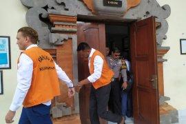 PN Denpasar tuntut dua pengguna kokain asal Australia 14-18 bulan