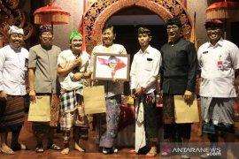 Putri Koster: jangan gengsi berbahasa Bali