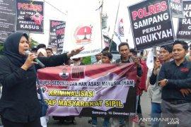 Warga Sampang aksi damai tuntut penegakan hukum kasus korupsi
