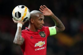 Ashley Young akan tinggalkan Manchester United